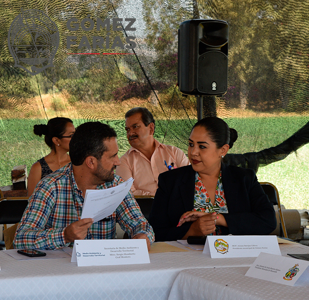 Sergio Graf Montero, Secretario de SEMADET. Dra. Ariana Barajas Gálvez, Presidente Municipal de gómez Farías.